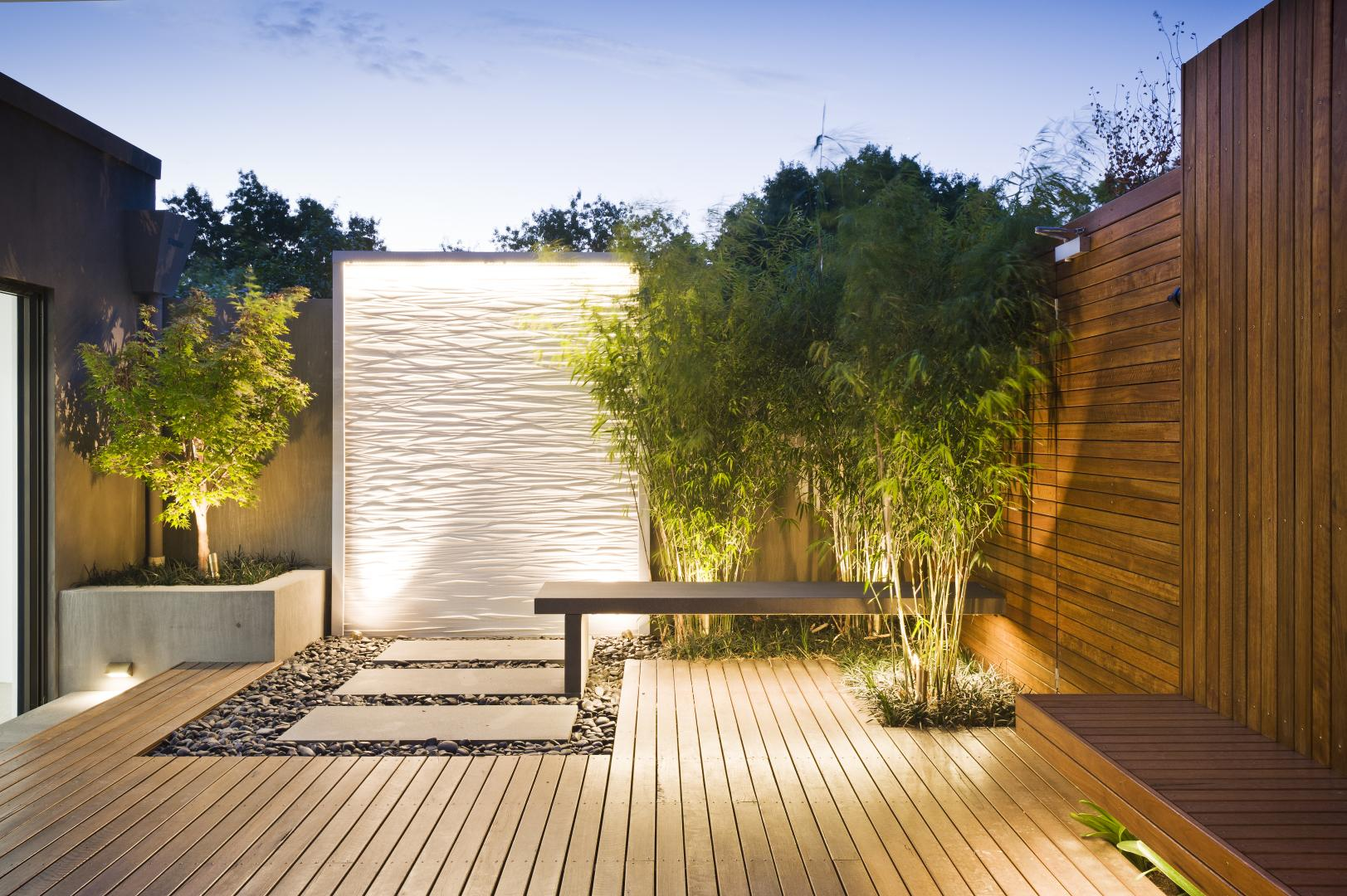 Mix of traditional and modern architecture which gives for Modern landscape design