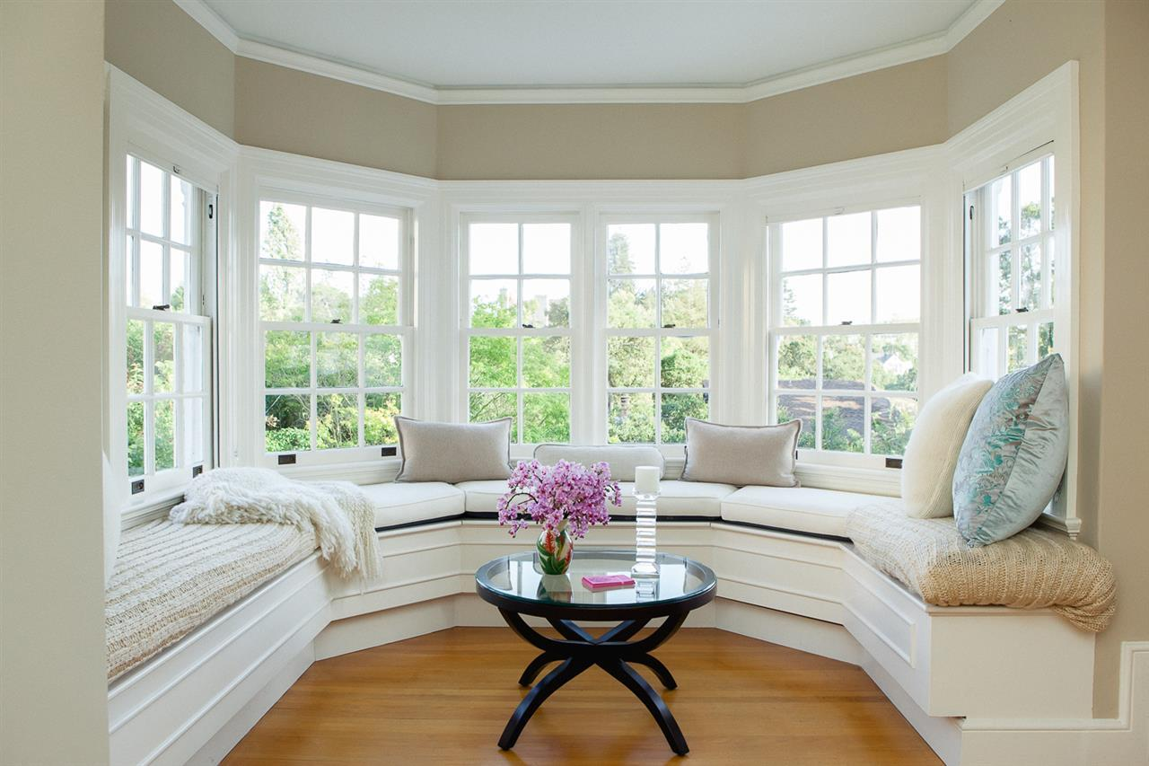 Window seats charming focal point that will warm your for Living room seats designs