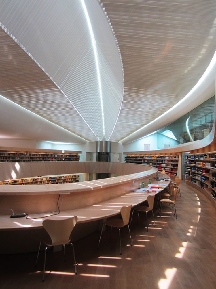 library-of-the-faculty-of-law_9