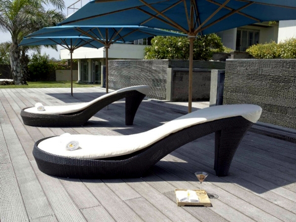 Modern outdoor furniture for beautiful yard for Outdoor pool furniture