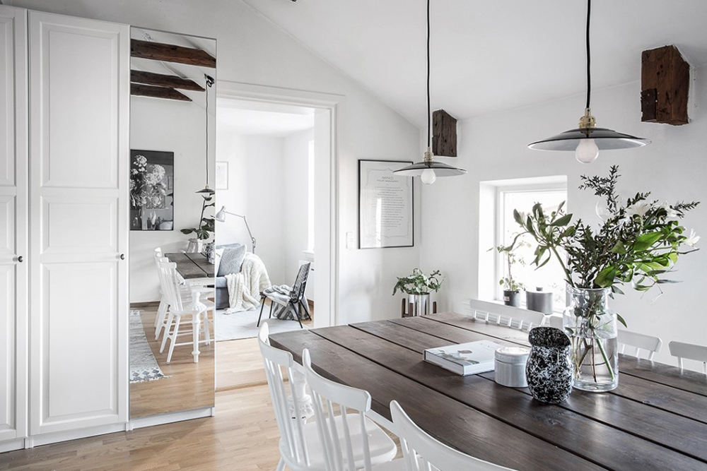 wood-accents-in-black-white-scandinavian-apartment_2
