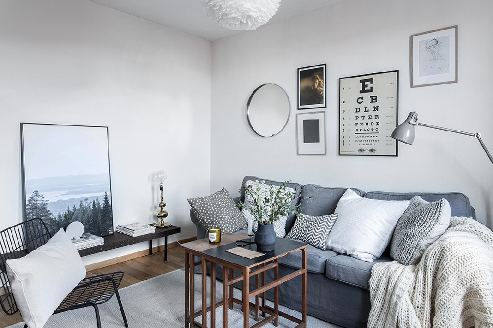 wood-accents-in-black-white-scandinavian-apartment_3