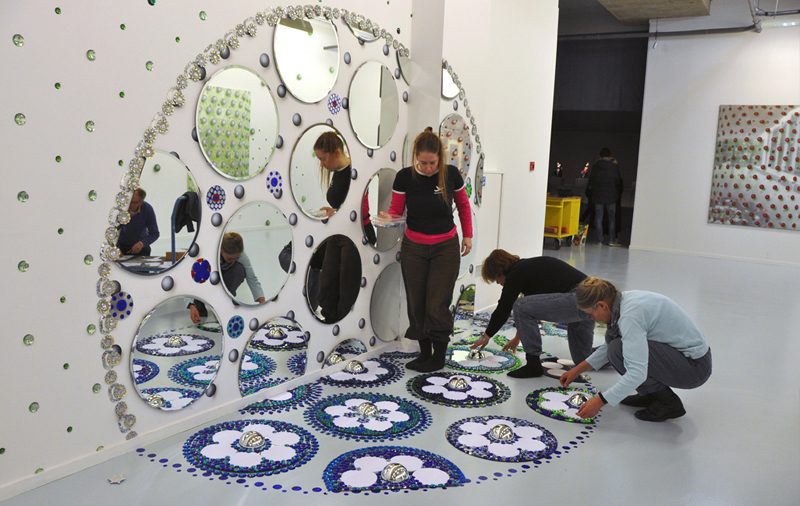 kaleidoscopic-crystal-floor-installation_6