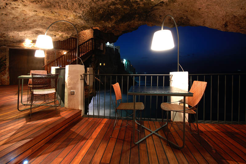 romantic-italian-restaurant-set-inside-cave_12