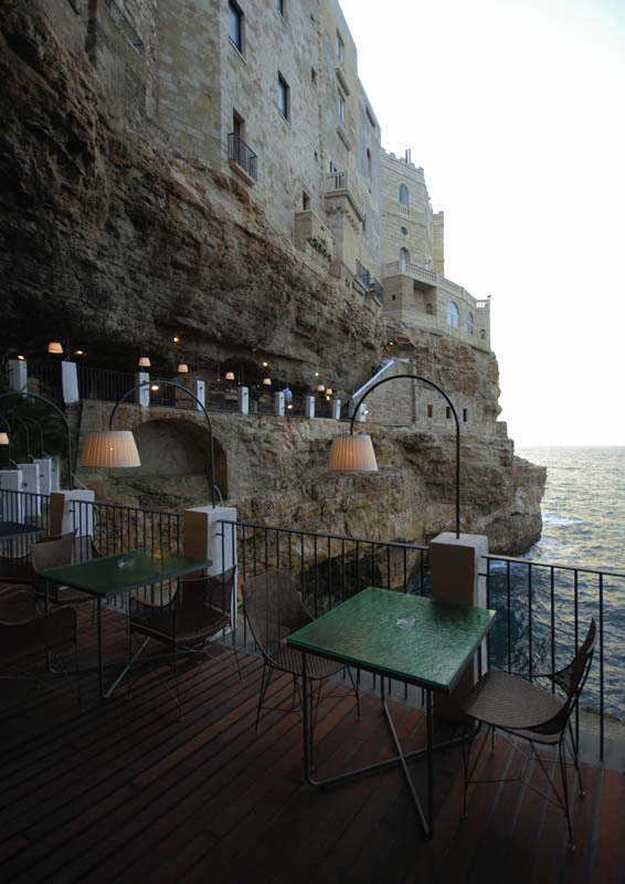 romantic-italian-restaurant-set-inside-cave_13