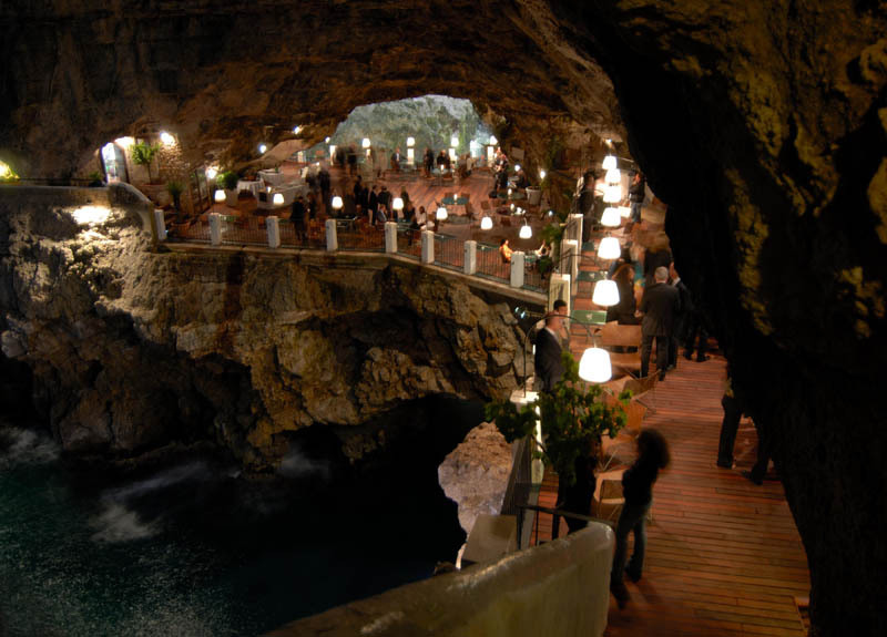 romantic-italian-restaurant-set-inside-cave_14