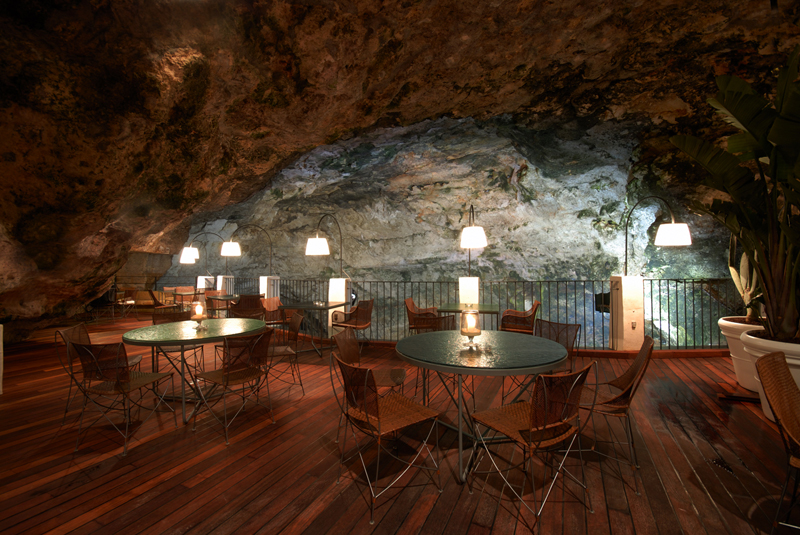 romantic-italian-restaurant-set-inside-cave_2