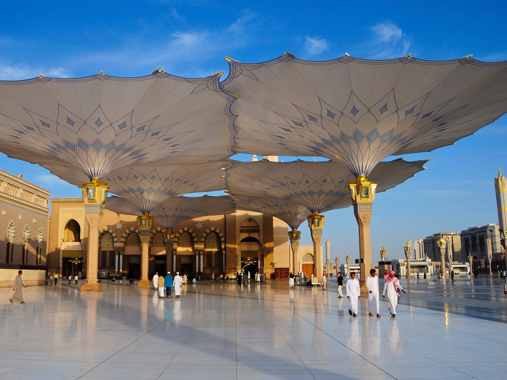the-giant-umbrellas-for-protection-pilgrims-at-the-medina-haram-piazza-in-saudi-arabia_1