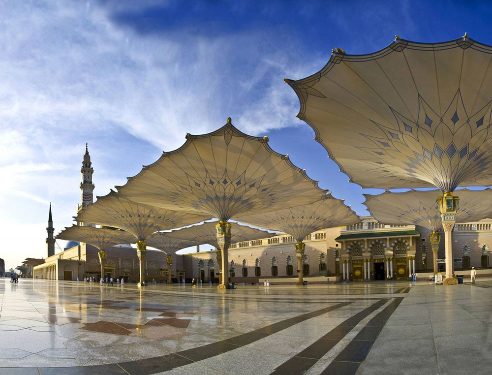 the-giant-umbrellas-for-protection-pilgrims-at-the-medina-haram-piazza-in-saudi-arabia_2
