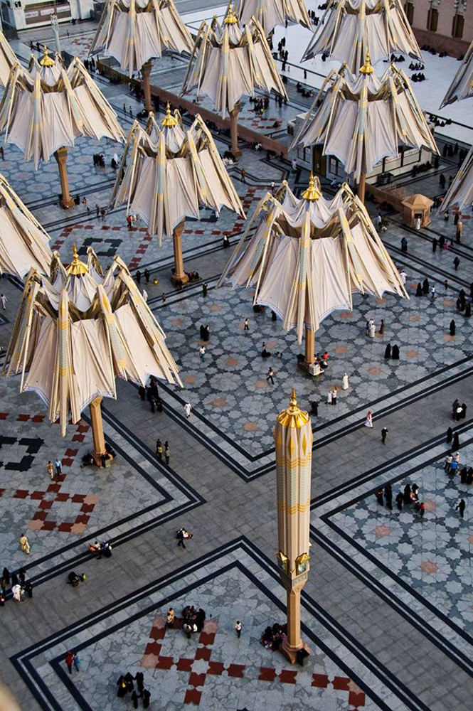 the-giant-umbrellas-for-protection-pilgrims-at-the-medina-haram-piazza-in-saudi-arabia_5