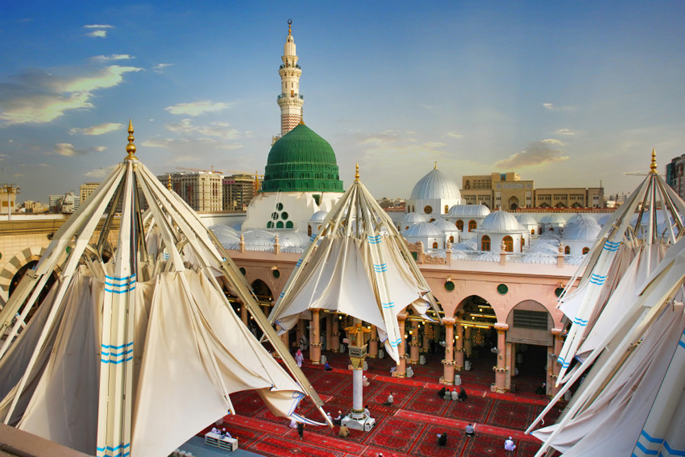 the-giant-umbrellas-for-protection-pilgrims-at-the-medina-haram-piazza-in-saudi-arabia_7