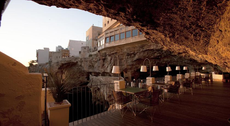 romantic-italian-restaurant-set-inside-cave_15